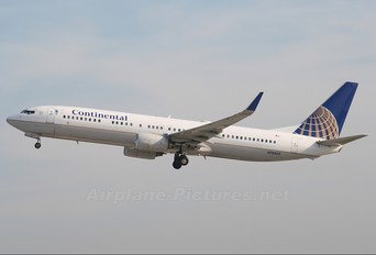N79402 - Continental Airlines Boeing 737-900