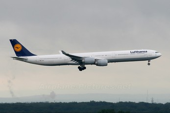 D-AIHX - Lufthansa Airbus A340-600