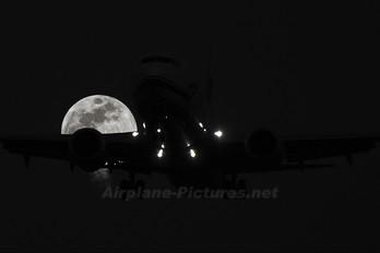 - - Alaska Airlines Boeing 737-800