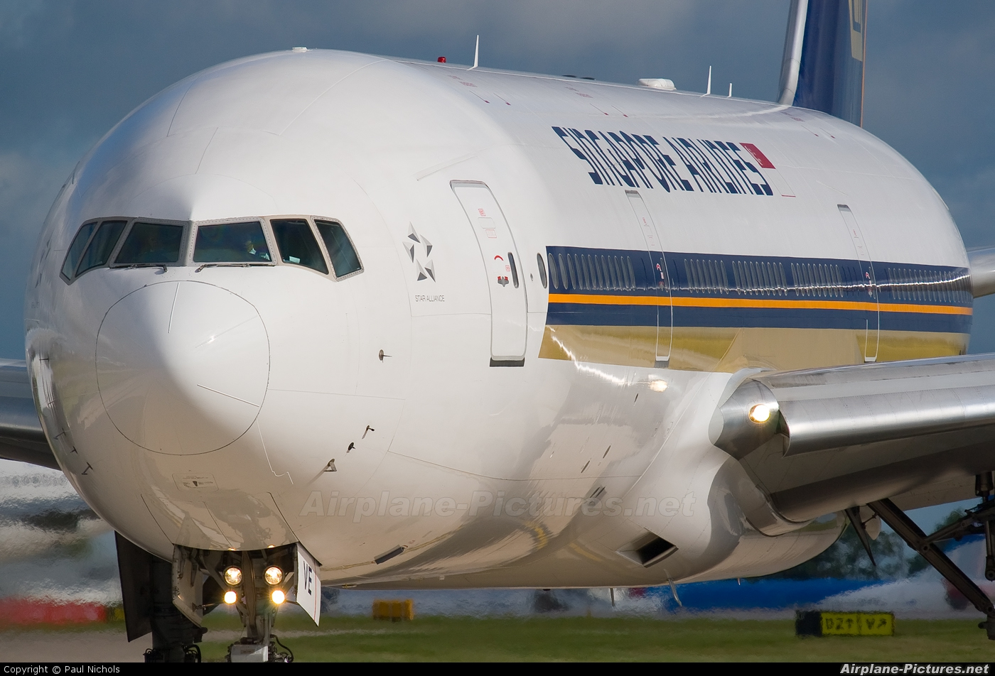 Singapore Airlines 9V-SVE aircraft at Manchester