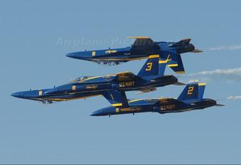 161958 - USA - Navy : Blue Angels McDonnell Douglas F/A-18A Hornet