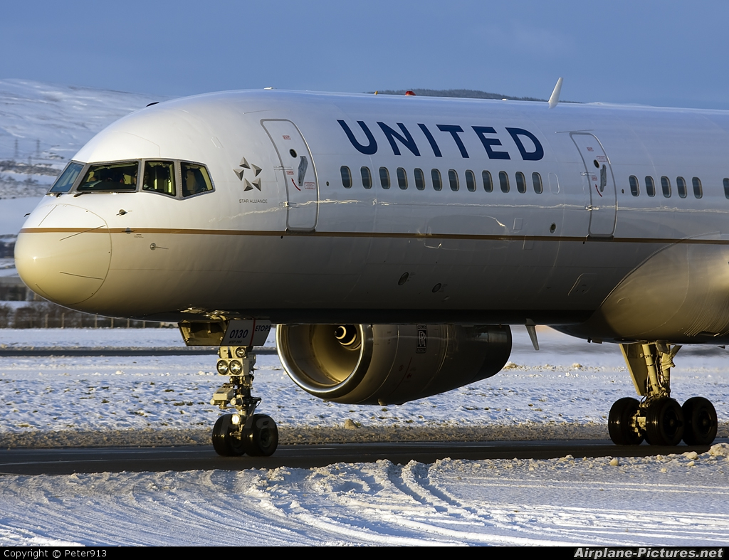 United Airlines N19130 aircraft at Glasgow