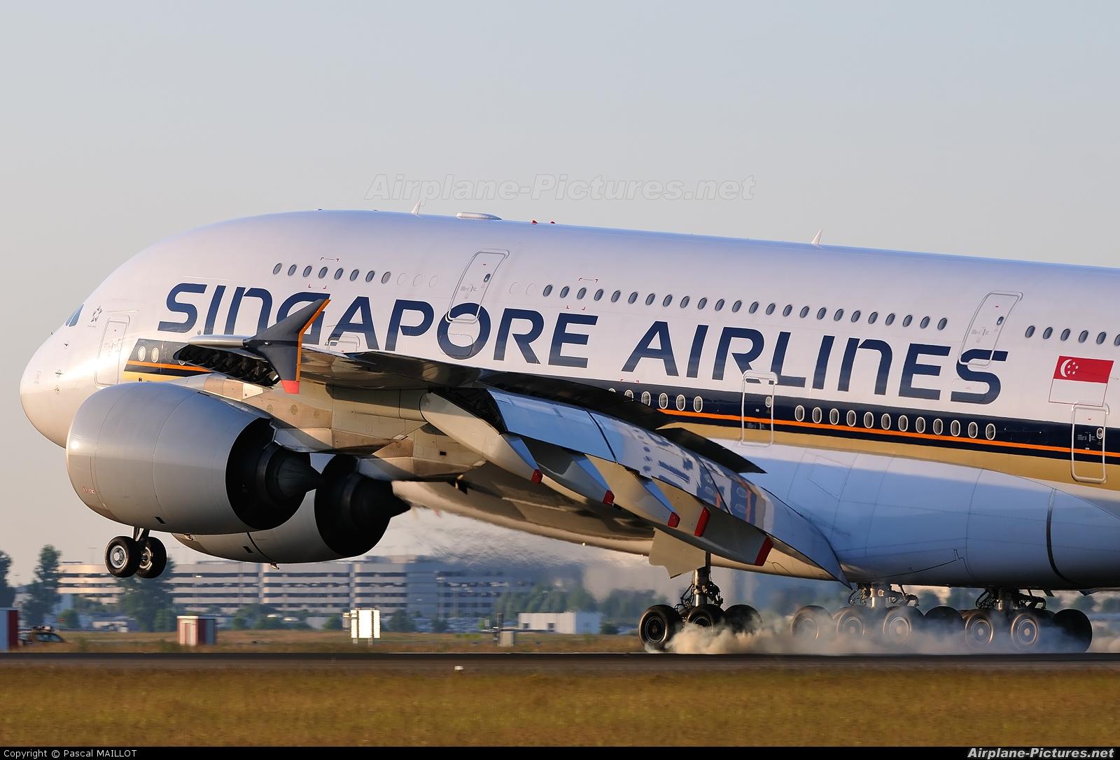 Singapore Airlines 9V-SKB aircraft at Paris - Charles de Gaulle