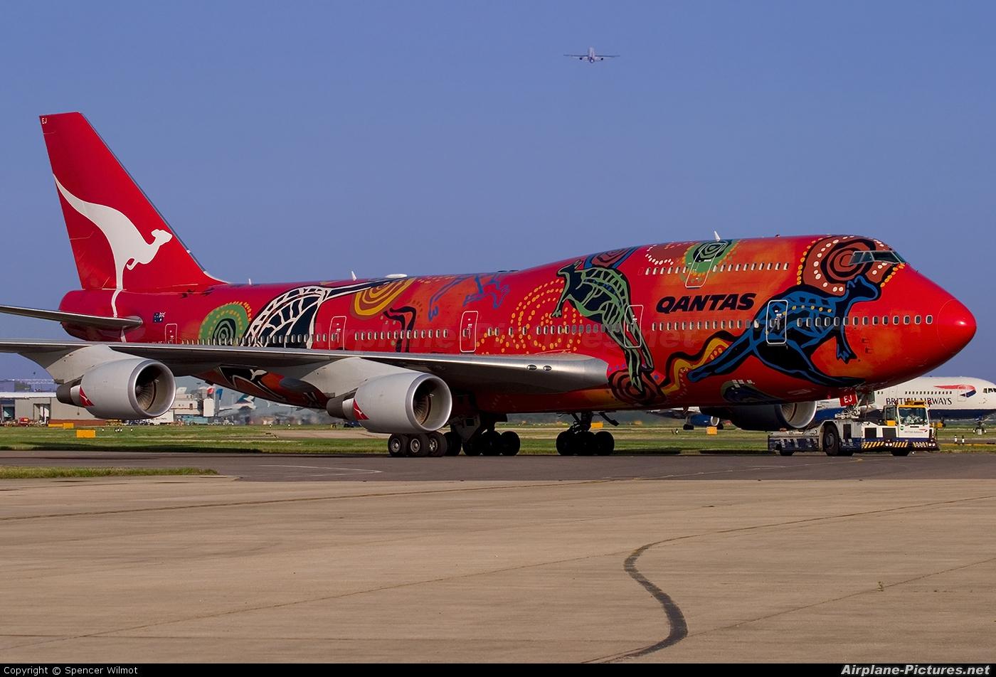 QANTAS VH-OEJ aircraft at London - Heathrow