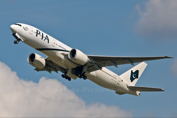 AP-BGY - PIA - Pakistan International Airlines Boeing 777-200LR