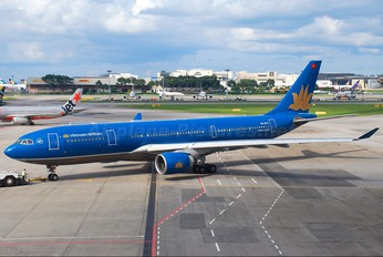 VN-A374 - Vietnam Airlines Airbus A330-200