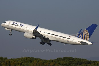 N18112 - United Airlines Boeing 757-200