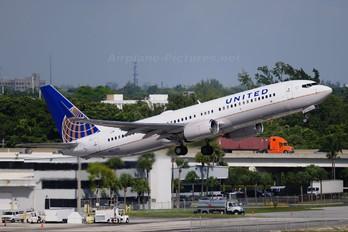 N37290 - United Airlines Boeing 737-800