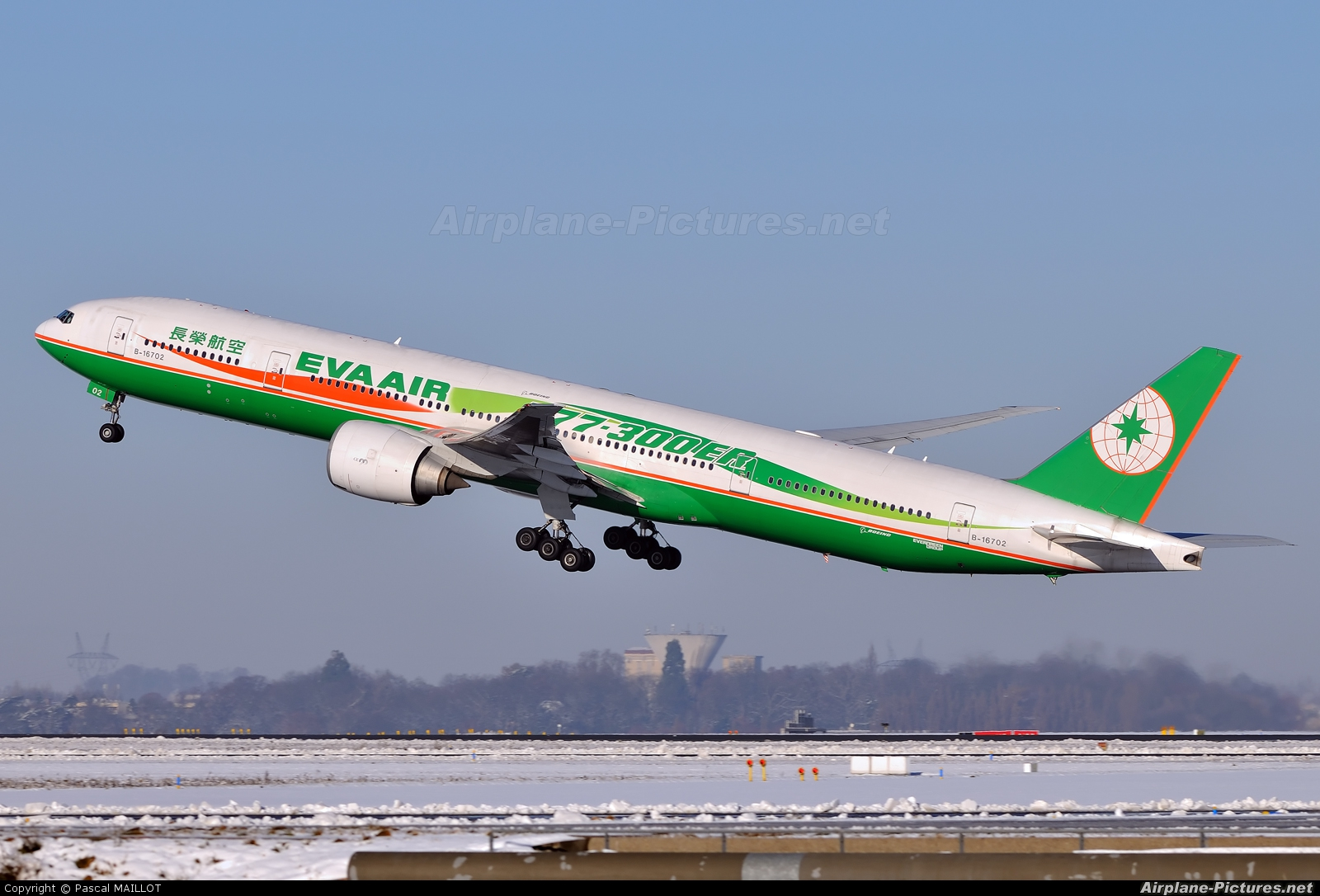 Eva Air B-16702 aircraft at Paris - Charles de Gaulle