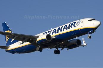 EI-EKR - Ryanair Boeing 737-800