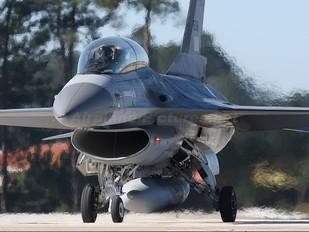 15118 - Portugal - Air Force General Dynamics F-16B Fighting Falcon