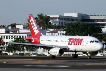 PR-MAM - TAM Airbus A319