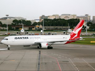 VH-OGS - QANTAS Boeing 767-300ER