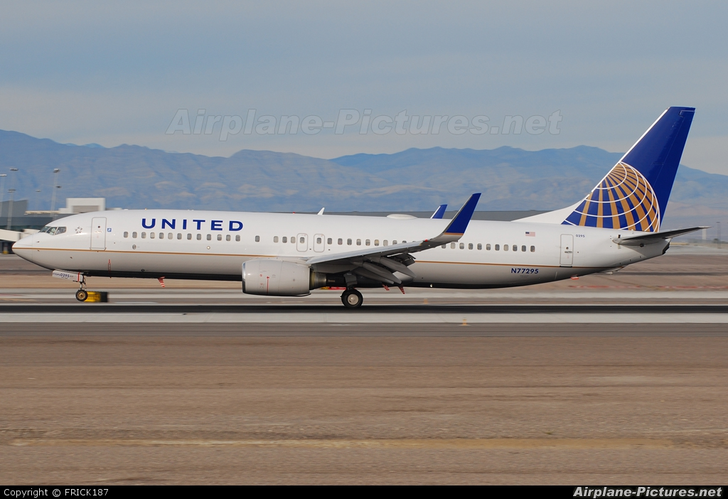United Airlines N77295 aircraft at Las Vegas - McCarran Intl