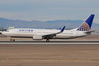 N77295 - United Airlines Boeing 737-800
