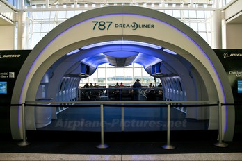 - - Continental Airlines Boeing 787 Mockup