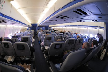 - - KLM McDonnell Douglas MD-11