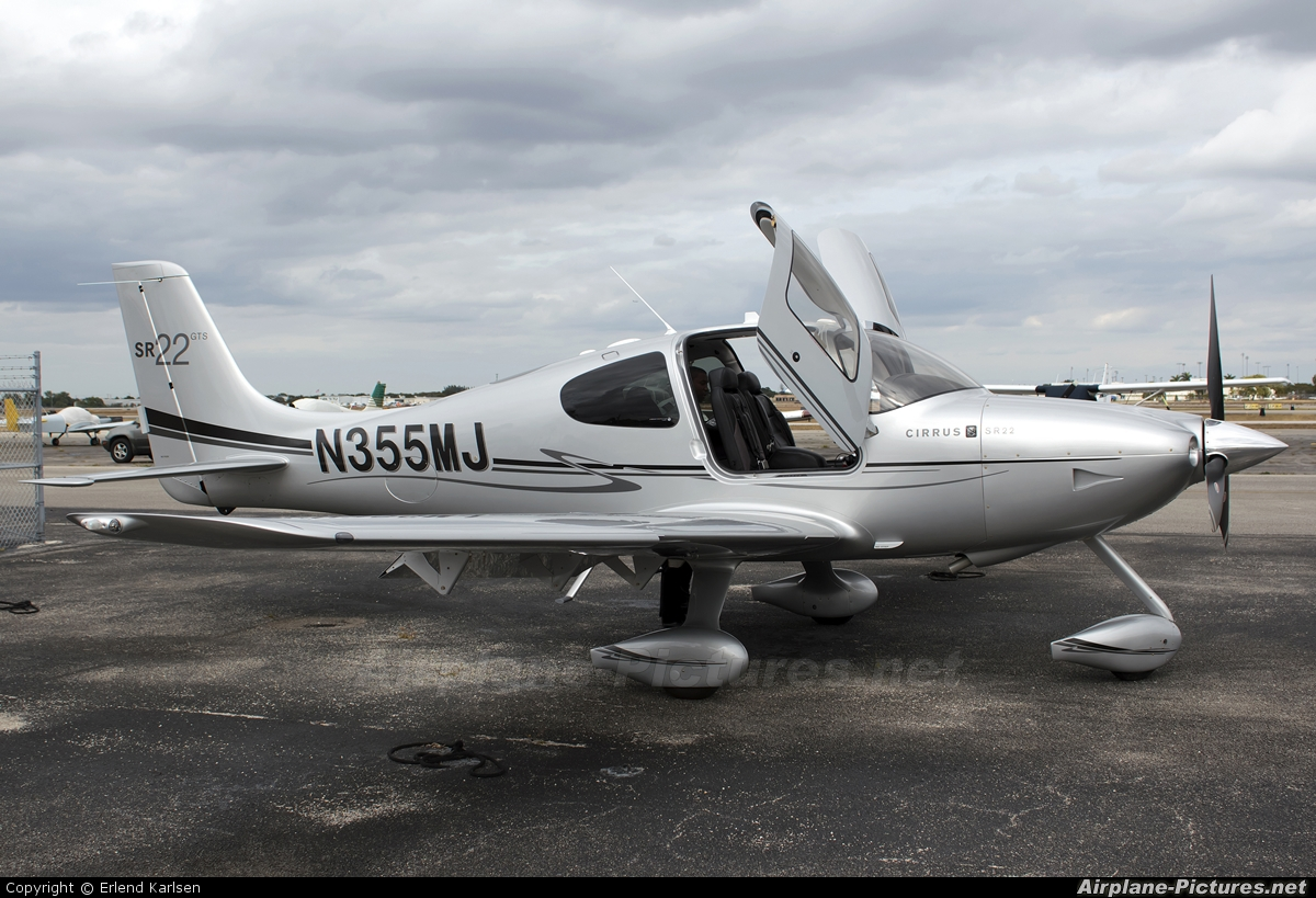 Cirrus Flight-Training N355MJ aircraft at Hollywood - North Perry