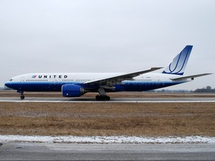 N780UA - United Airlines Boeing 777-200ER