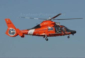 6515 - USA - Coast Guard Aerospatiale MH-65C Dolphin