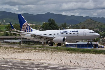N38727 - Continental Airlines Boeing 737-700