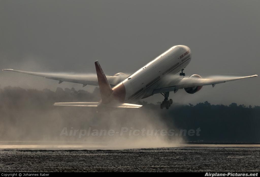 Air India VT-ALK aircraft at Frankfurt