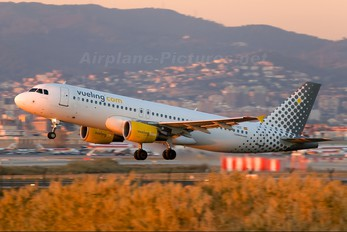 EC-IZD - Vueling Airlines Airbus A320