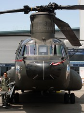 88193 - Singapore - Air Force Boeing CH-47D Chinook