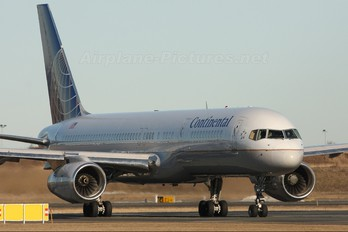 N17105 - Continental Airlines Boeing 757-200