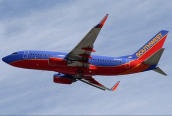 N932WN - Southwest Airlines Boeing 737-700