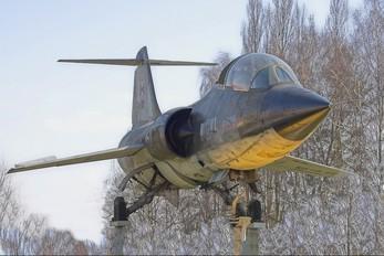 104649 - Canada - Air Force Canadair CF-104D Starfighter