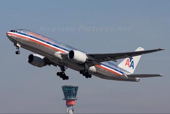 N762AN - American Airlines Boeing 777-200ER
