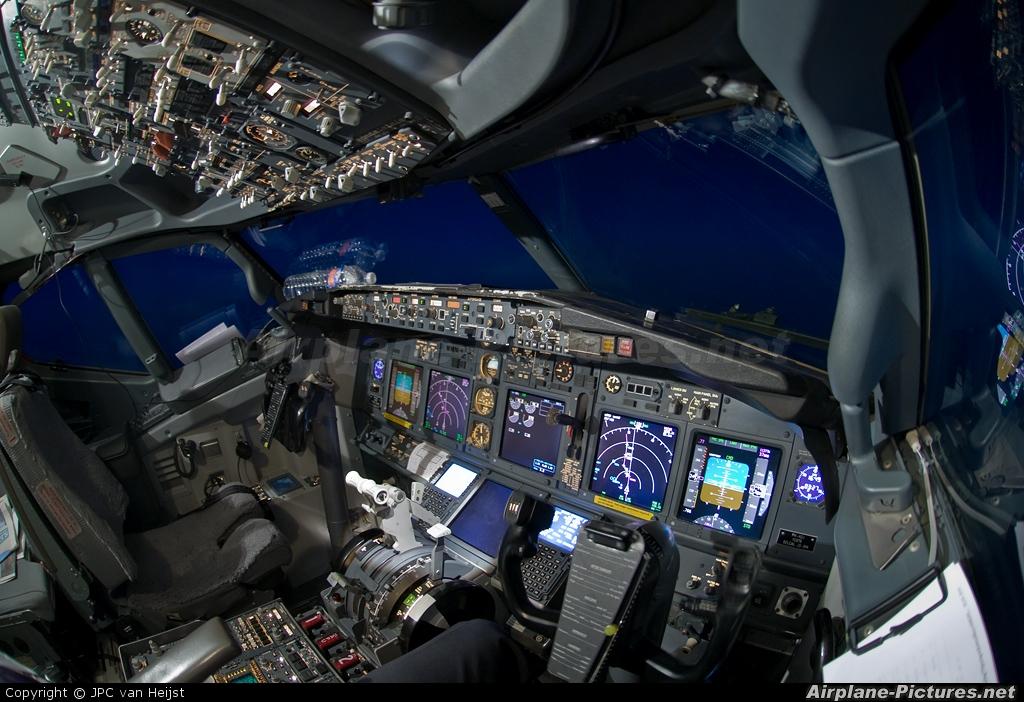 Boeing 737 800 Cockpit layout Pdf Night