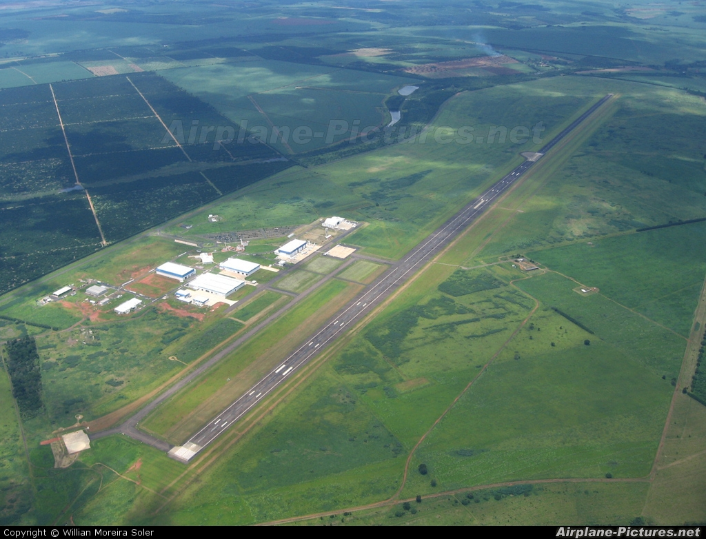 - Airport Overview - aircraft at Gavião Peixoto