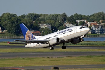 N17620 - Continental Airlines Boeing 737-500