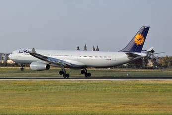 D-AIKN - Lufthansa Airbus A330-300