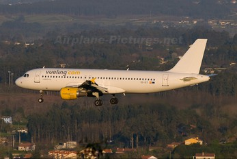 EC-ICT - Vueling Airlines Airbus A320