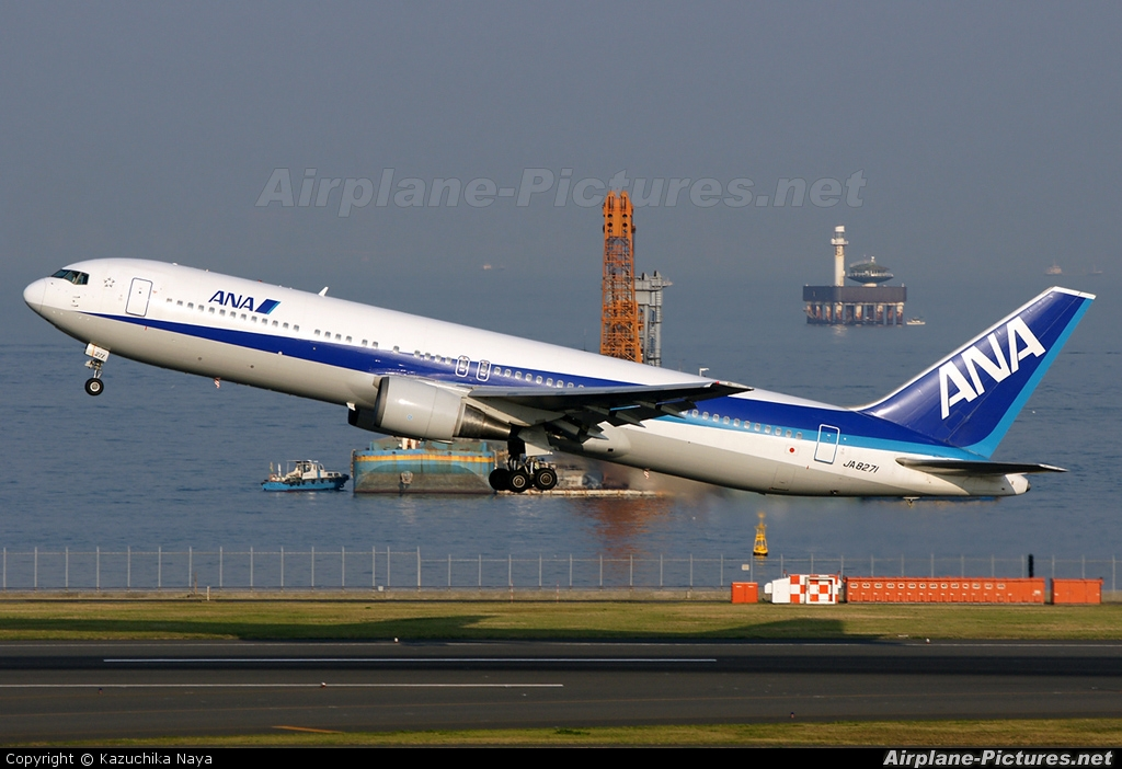 ANA - All Nippon Airways JA8271 aircraft at Tokyo - Haneda Intl
