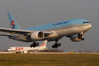 HL7751 - Korean Air Boeing 777-200ER