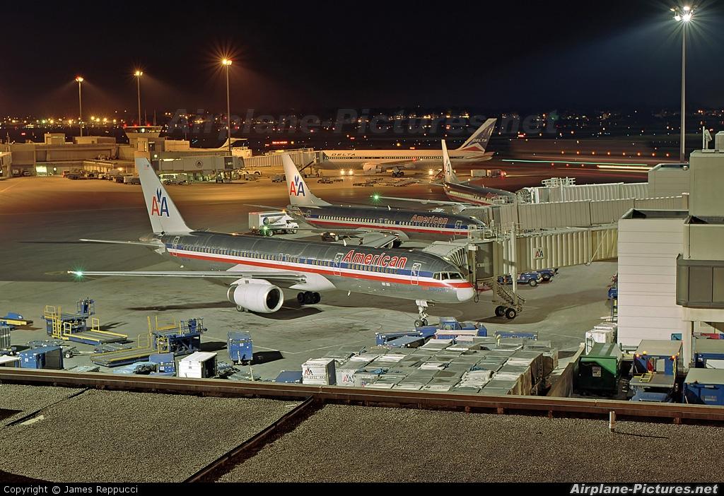 n611am - american airlines boeing 757-200 at boston