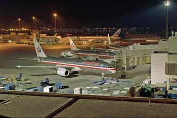 N611AM - American Airlines Boeing 757-200