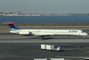 N929DL - Delta Air Lines McDonnell Douglas MD-88