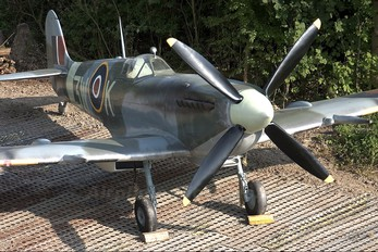 - - Royal Air Force Supermarine Spitfire Replica