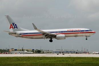 N943AN - American Airlines Boeing 737-800