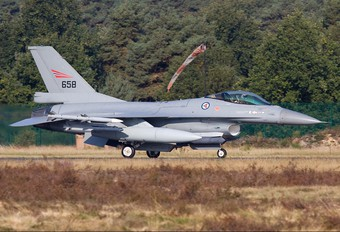 658 - Norway - Royal Norwegian Air Force General Dynamics F-16A Fighting Falcon