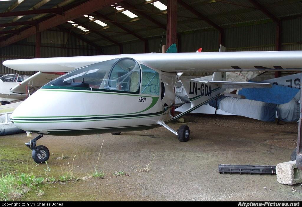 Private LN-GDA aircraft at Shenington - Edge Hill