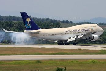HZ-AIW - Saudi Arabian Airlines Boeing 747-400
