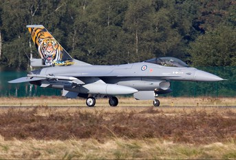 671 - Norway - Royal Norwegian Air Force General Dynamics F-16A Fighting Falcon