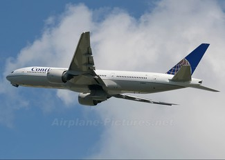 N78002 - Continental Airlines Boeing 777-200ER