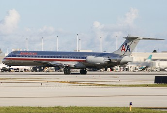 N494AA - American Airlines McDonnell Douglas MD-81